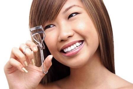 睫毛夹为什么会夹断睫毛 睫毛夹可以用啥物品代替吗