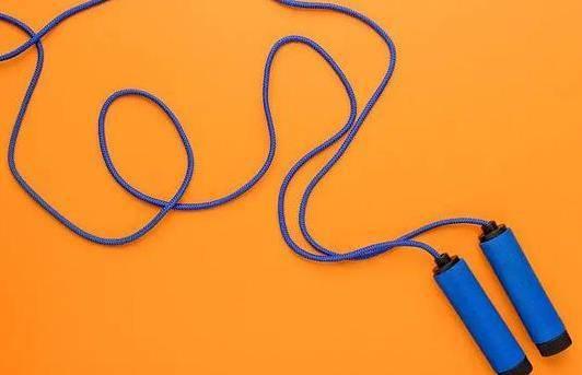 跳绳减肥的正确方法与技巧 坚持每天跳绳一个月可以瘦下来吗?