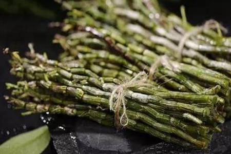 石斛为啥被誉为九大仙草之一 石斛的功效与作用深扒
