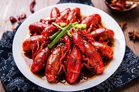 小龙虾的营养价值及功效是什么 夜宵之王小龙虾怎么做好吃