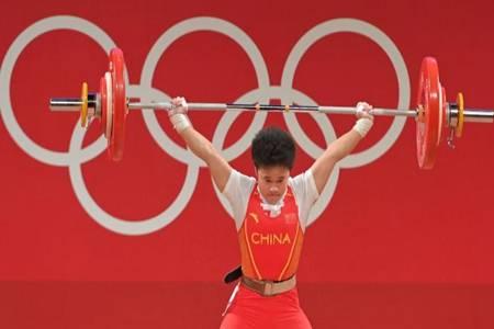 侯志慧女子举重碾压对手 三破奥运纪录夺东京奥运会第二金