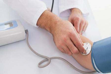 高血压是什么疾病怎样预防降压 如何看待高血压年轻化