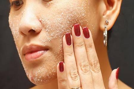 角质层薄敏感肌肤怎么改善 如何去角质才能不伤害皮肤